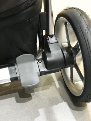 Скрытые амортизационные пружины задних колес, эргономичный тормоз